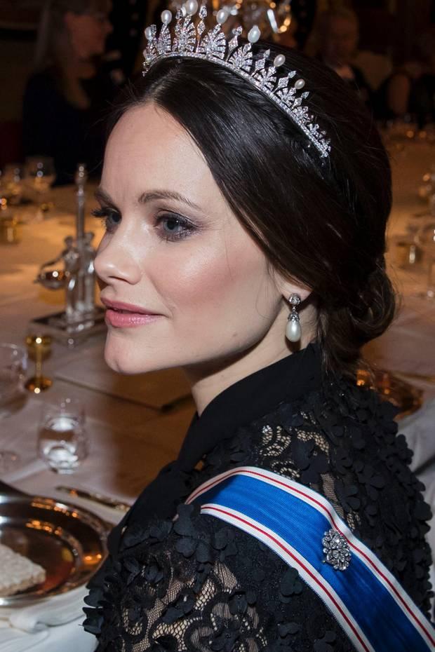 Beim Staatsbankett Mitte Januar krönt Prinzessin Sofia ihren edlen Look mit einer Diamant-Tiara, die uns ziemlich vertraut vorkommt. Sie sieht fast genauso aus wie jene, die die royale Schönheit in 2015 zu ihrer Hochzeit trug. Irgendetwas daran verwirrt jedoch und ist definitiv anders...