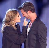 """12. Januar 2013  Während der Generalprobe zur Sendung """"Das Herbstfest der Träume"""" kann das verliebte Paar nicht die Finger voneinander lassen."""