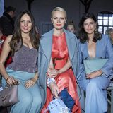 Johanna Klum, Franziska Knuppe und Marie Nasemann nehmen bei der Show von Marina Hoermanseder in der Front Row Platz.