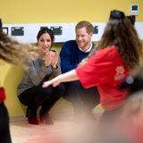 """18. Januar 2018  Beim Besuch des Freizeitzentrums """"Star Hub"""" sind Meghan und Harry ganz begeistert von der Tanzeinlage der Kids."""