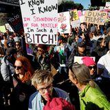 Viele Demonstranten drücken ihren politischen Protest auch kreativ aus