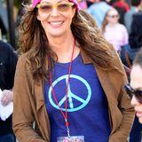 Golden-Globe-Gewinnerin Allison Janney leuchtet in L.A. mit ihrer pinken Mütze.