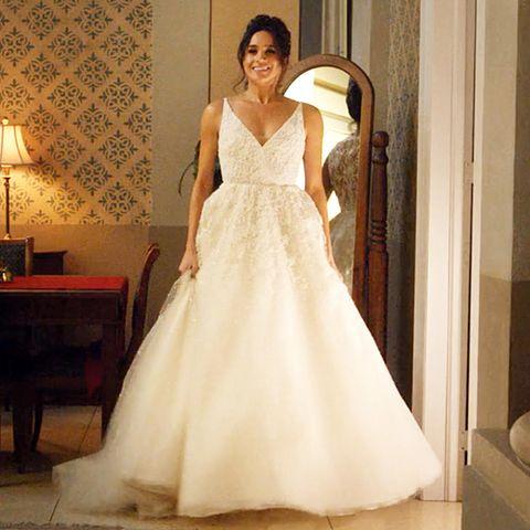"""In der fünften Staffel """"Suits"""" sammelt Meghan Markle bereits Erfahrungen in Sachen Brautkleid-Anprobe."""
