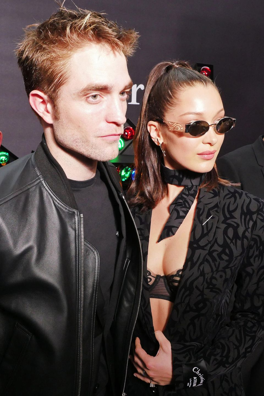 Wären auch ein schönes Paar: Robert Pattisnon und Bella Hadid posieren bei der Männer-Schau von Dior gemeinsam für die Fotografen.