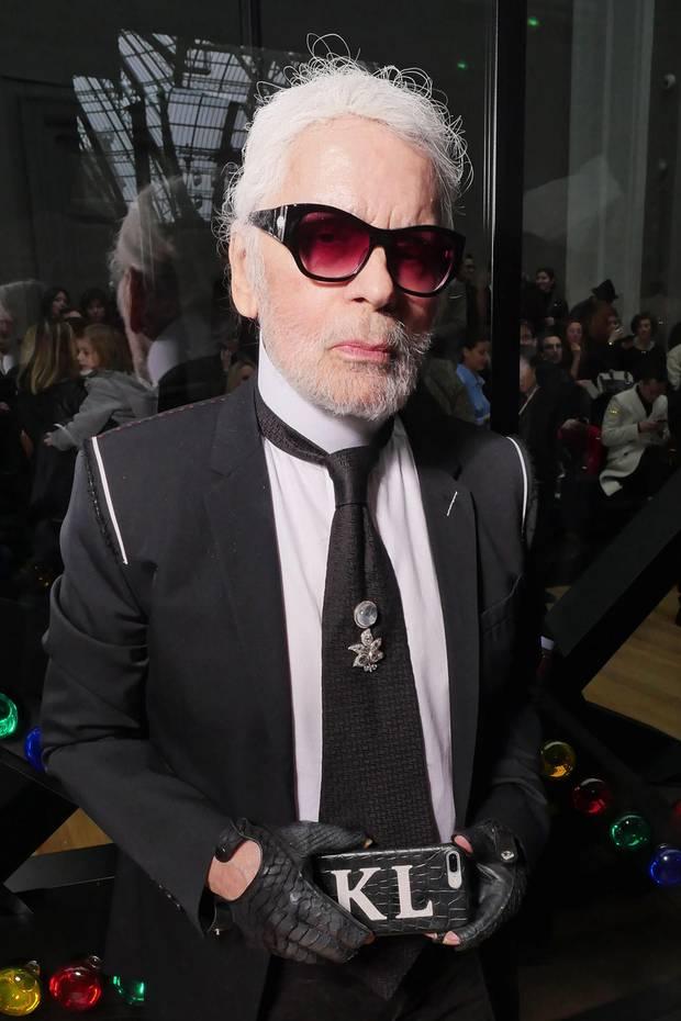 Karl der Große ist jetzt Karl der Bärtige! Star-Designer Karl Lagerfeld sorgt mit seiner Typveränderung bei der Dior-Show für eine echte Überraschung.