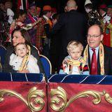 21. Januar 2018   So ein Zirkus ist was Feines: Prinzessin Gabriella und Prinz Jacques können ihre Augen nicht von der Manege lassen. Während Jacques auf Papas Schoß sitzt, macht es sich Gabriella auf Tante Stéphanies Beinen bequem. Mutter Fürstin Charléne ist leider nicht anwesend.
