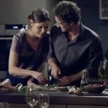 Paar beim Kochen.