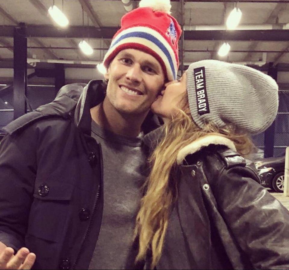 22. Januar 2018  Topmodel Gisele Bündchen gratuliert ihrem Ehemann Tom Brady zu einem gewonnenen Football-Spiel mit einem Küsschen.