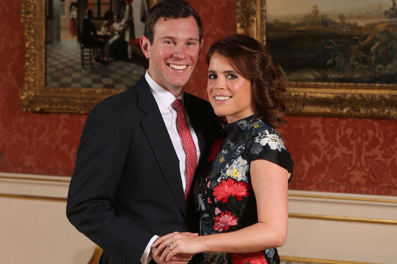Prinzessin Eugenie und Verlobter Jack Brooksbank posieren anlässlich der Bekanntgabe ihrer Verlobung im Buckingham Palast, London.
