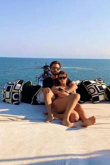 15. Januar 2018  Wow! Was ein Ausblick. Sofia Richie und Scott Disick entspannen auf dem Deck einer Luxusyacht.