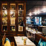 """""""Colette"""" heißt die Brasserie-Kette von Star-Koch Tim Raue. Neben München und Konstanz, befindet sich eine der drei Stationen in Berlin. Französische Küche, kulinarisches Sinnbild für Genuss und Savoir Vivre, in Instagram-tauglichem Ambiente - was will man mehr? """"Brasserie Colette"""",Passauer Straße 5-7, 10789 Berlin/Deutschland"""