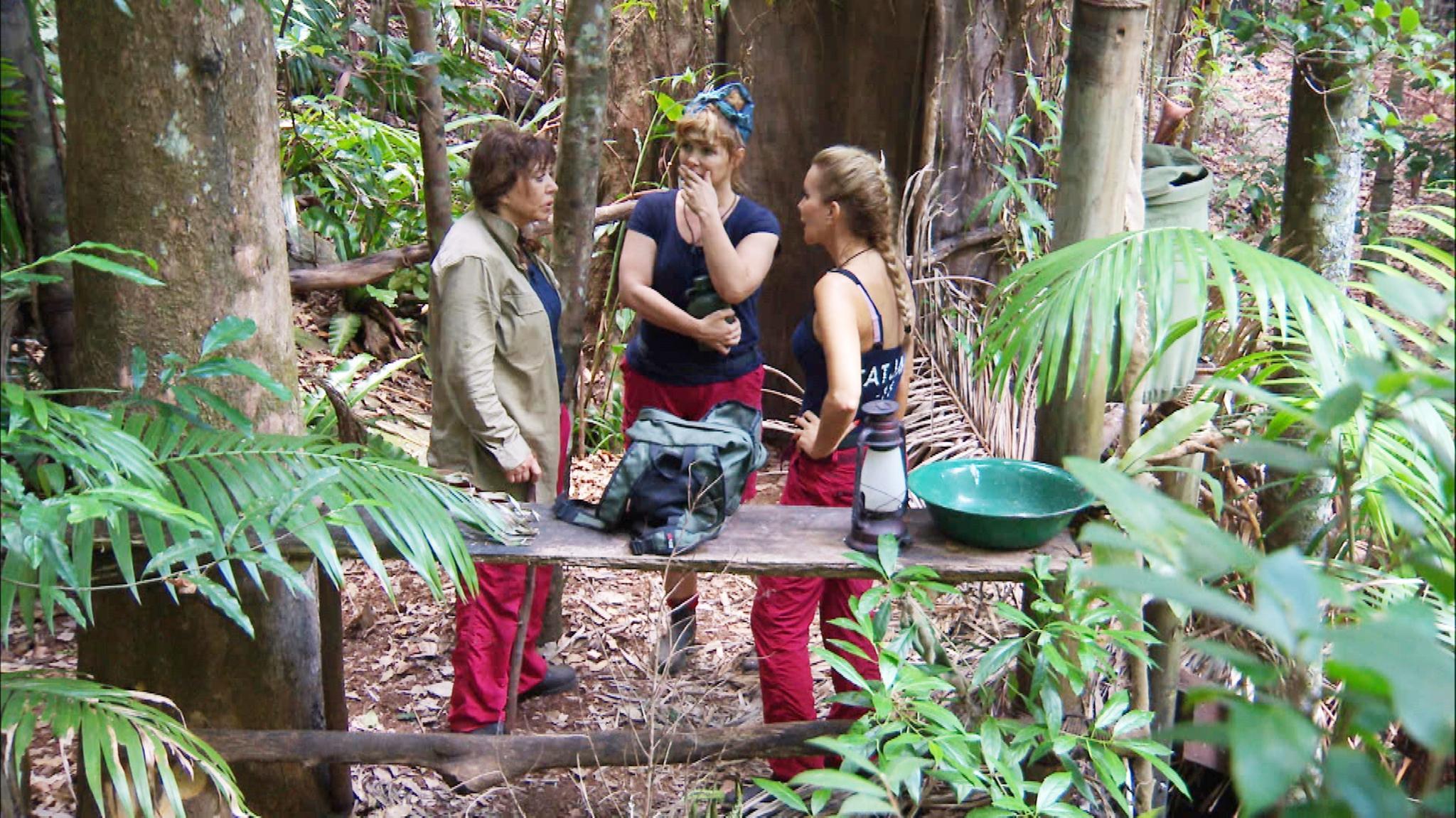 Tina York, Sandra Steffl und Tatjana Gsell im Gespräch