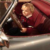 20. Januar 2018  Brum, brum! Er ist eben auch nur ein kleiner Junge: Prinz Jacques genießt es, am Steuer eines ausgestellten Oldtimer Cabriolets zu sitzen und am Lenkrad zu drehen. Neben dem Spielplatz ist die Automobilausstellung für den kleinen Prinzen das große Highlight des Tages.