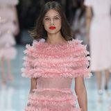 Romantische Rüschen sind eindeutig der Couture-Trend der neuen Saison.