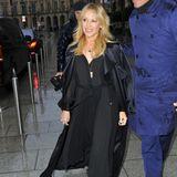 Draußen hat Kylie Minogue noch mit dem schlechten Wetter zu kämpfen. Ihr Strahlen verliert sie trotzdem nicht.