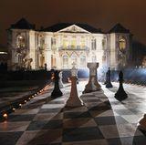 Das Rodin Museum verwandelt sich für den Dior-Ball in einen surrealistischen Schauplatz. Fast könnte man meinen, man würde hier in Alice' Wunderland entführt worden sein.