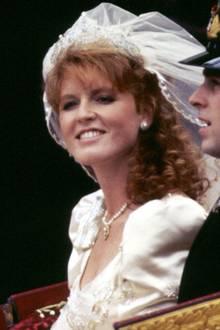 Bei ihrer Hochzeit in 1986 trägt Sarah Ferguson die Tiara zum ersten Mal und kombiniert sie mit einem voluminösen Schleier.