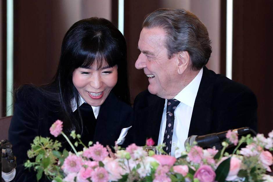 Altkanzler Schröder will Freundin So Yeon-kim im Frühling heiraten