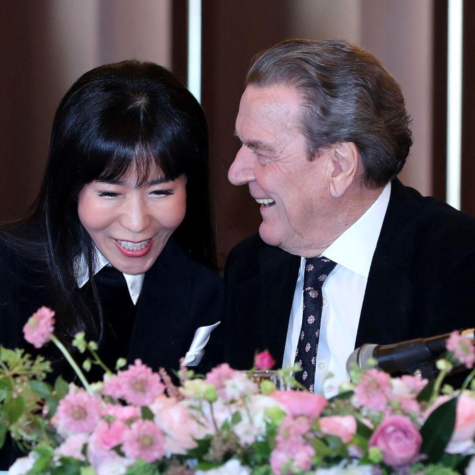 Soyeon Kim und Gerhard Schröder