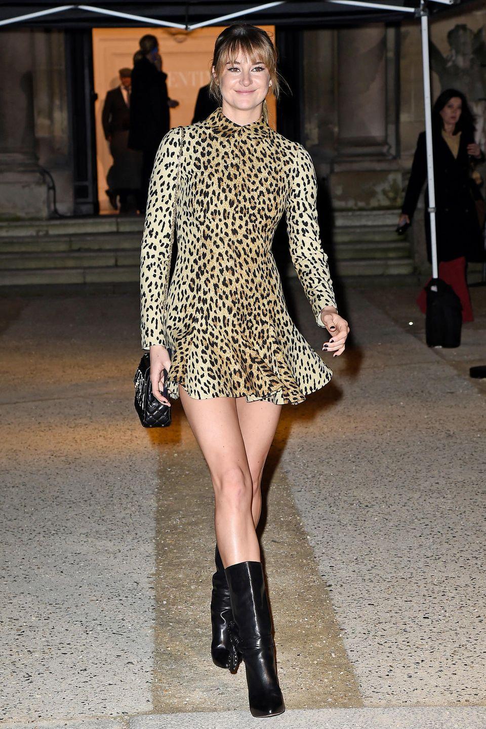 Im sexy Leo-Look besucht Shailene Woodley die Haute-Couture-Schau von Valentino.