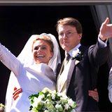 Großer Jubel und große Freude: Prinz Constantijn hat Ja gesagt zu Laurentien Brinckhorst. Die kirchliche Trauung findet am 19. Mai 2001 statt und natürlich freut sich die königliche Schwiegermutter, Königin Beatrix, über die neue Schwiegertochter.