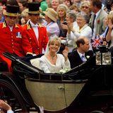 Viel weniger prunkvoll als seine Geschwister tritt Prinz Edward, der jüngste Sohn von Queen Elizabeth und Prinz Philip, am 19. Juni 1999 in der St.-George-Kapelle von Windsor vor der Traualtar. Seine Braut ist Sophie Rhys-Jones, eine PR-Fachfrau.