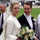 Über diese Hochzeit freut man sich sogar in Dänemark: Prinzessin Alexandra zu Sayn-Wittgenstein-Berleburg und Graf Jefferson von Pfeil und Klein-Ellguthheiraten am 6. Juni 1998 auf SchlossGråsten, der Sommerresidenz der dänischen Königsfamilie. Alexandra ist die Nichts der dänischen Königin Margrethe II.