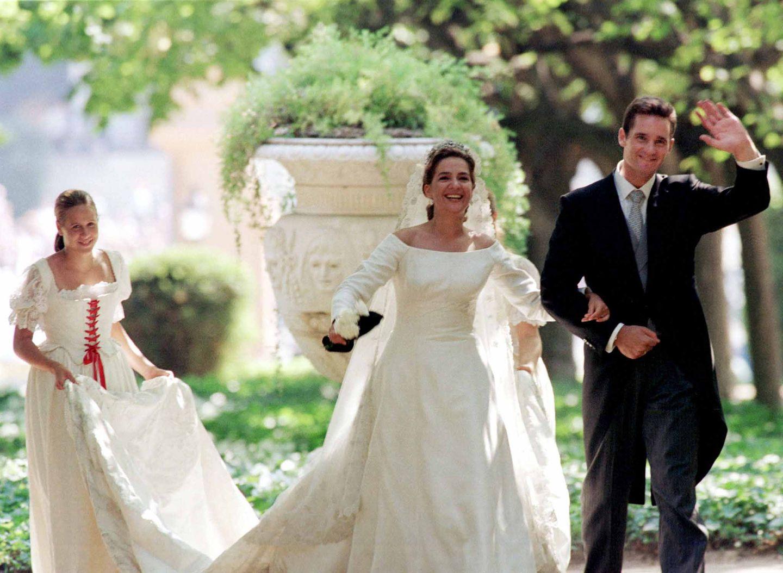 Königstochter Cristina von Spanien gibt nicht etwa einem Prinzen das Jawort: Am 4. Oktober 1997 heiratet sie Iñaki Urdangarin, einen Handballspieler.