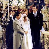 Ein Prinz ohne Thron heiratet am 1. Juli 1995 die Tochter des Duty-Free-Königs: Pavlos von Griechenland und Marie-Chantal Miller geben sich in einer griechisch-orthodoxen Zeremonie das Jawort. Die Krone über die Braut hält übrigens Spaniens künftiger König Felipe, ein Cousin des Bräutigams.