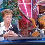 """Hätten Se die Dschungel-Moderatorin auf den ersten Blick erkannt? Sonja Zietlows erster Auftritt als Moderatorin war 1993 in der Kindersendung """"Bim Bam Bino"""", an der Seite der Maus """"Bino"""". Auf dieser Aufnahme macht es fast den Anschein, als habe Zietlow gerade eine Dschungelprüfung hinter sich gebracht ..."""