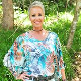 Seit 2004 moderiert Sonja Zietlow das RTL-Dschungelcamp und ist einem Millionen-Publikum bekannt. Das Geheimnis ihrer jugendlichen Ausstrahlung dürfte mittlerweile auch jedem bekannt sein. Die 48-Jährige steht nämlich ganz offen dazu, von Zeit zu Zeit ein wenig nachhelfen zu lassen.