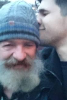 Norman und Vater Klaus haben sich endlich wieder.