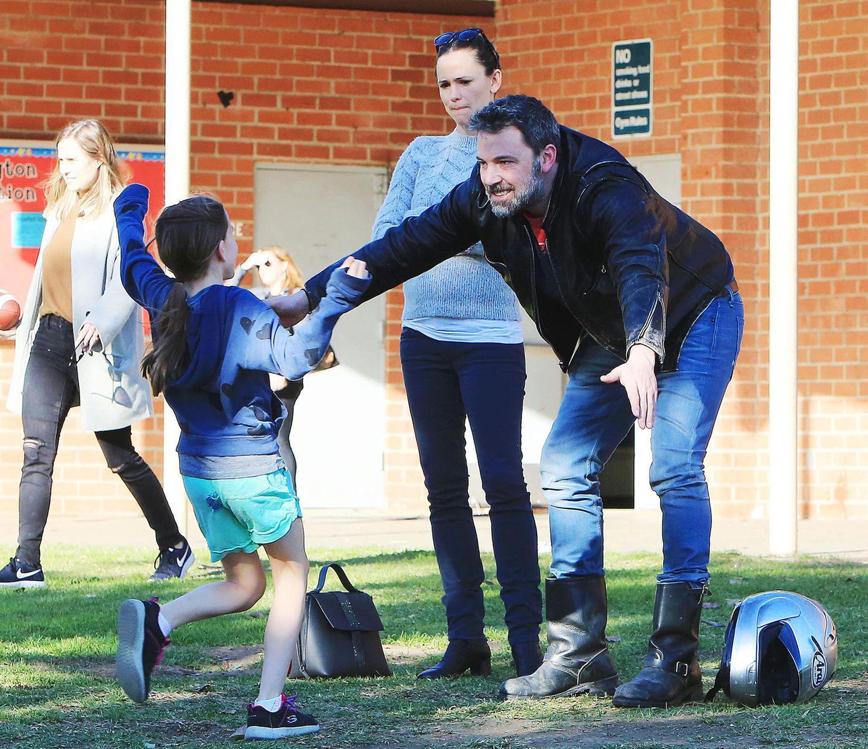 27. Januar 2018  Trotz Trennung versuchen Jennifer Garner und Ben Affleck gemeinsam möglichst viel Zeit mit den Kids verbringen. Tochter Seraphina freut sich riesig über Papas Ankunft.