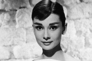 Audrey Hepburn bleibt eine Ikone, die es immer wieder Wert ist, zitiert zu werden: Nicht nur in Sachen Mode und Stil, sondern auch in ihrer beflügelten Einstellung zum Leben.