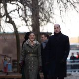 Schweden - Tag 1  Während Prinzessin Victoria und Prinz William vorangehen unterhalten sich Herzogin Catherine und Prinz Daniel im Hintergrund.