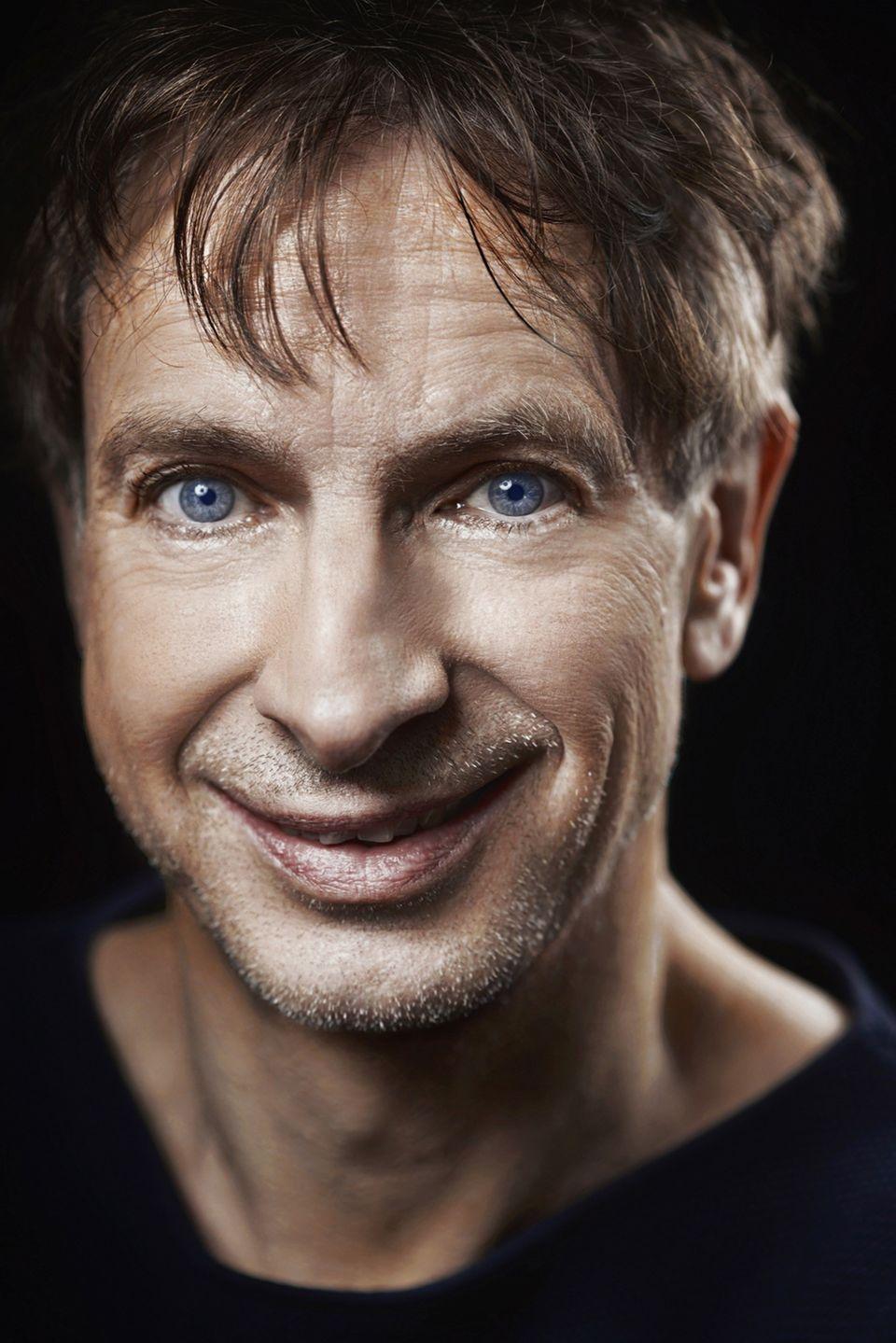 """Ingolf Lück  Ebenfalls mit dabei ist der Schauspieler und Comedian Ingolf Lück, der in den 90er-Jahren seinen Durchbruch in der Sat1 """"Wochenshow"""" hatte. Bei """"Let's Dance"""" möchte der Comedian seinen Unterhaltungswert wieder unter Beweis stellen."""