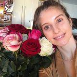 """31. Januar 2018  """"Glückliches Geburtstagsgirl"""", postet Cathy Hummels. Zu ihrem 30. darf ein Blumenstrauß natürlich nicht fehlen."""