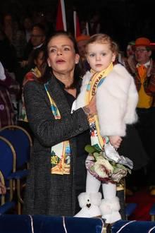 Wenn Fürst Alberts Kinder Prinzessin Gabriella und Prinz Jacques schon Mal den Zirkus besuchen, darf TanteStéphanie natürlich nicht fehlen.