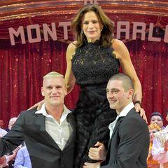 Zirkusfestival im Januar 2018: Zwei starke Herren heben Stéphanie von Monaco in die Höhe.