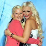 In 2014 ist Jenny Frankhauser lediglich als die kleine Schwester von Daniela Katzenberger bekannt und scheint als Mini-Katze in ihre Fußstapfen treten zu wollen. Sie färbt sich ihr Haar ebenfalls blond, trägt ähnlich viel Make-up und schlüpft wie Dani in einen rosaroten Barbie-Style.