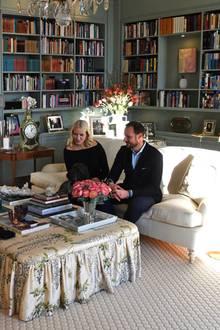 In diesem gemütlich eingerichteten Raum von Schloss Skaugum nehmen Prinzessin Mette-Marit und Prinz Haakon ihre Gäste, wie hier Prinz William und Herzogin Catherine, in Empfang.