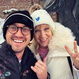 """Tom Felton ist mit seiner Mutter Sharon Anstey zum Sundance Film Festival gereist. """"Liebt eure Mütter"""" schreibt der smarte Schauspieler bei Instagram."""