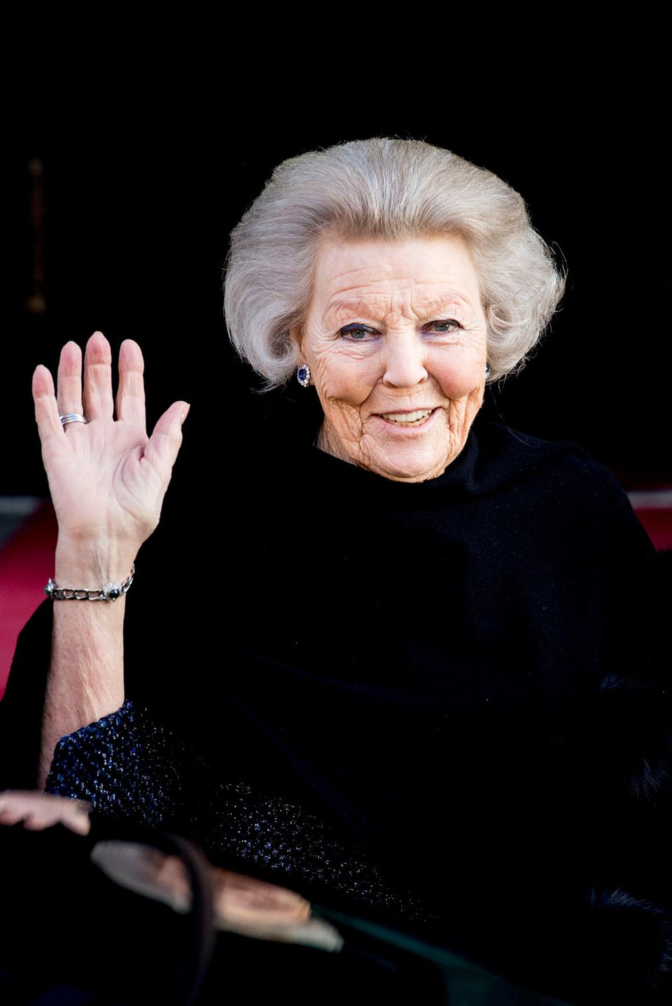 4. Februar 2018  Der EhrengastPrinzessin Beatrix grüßt auch einen Tag nach den Feierlichkeiten fröhlich in die Kameras.