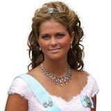 2004 suchte man das bei der jüngsten Königstochter vergebens: Das Kleid, die Frisur, der Schmuck, der Selbstbräuner - von allem hat Madeleine etwas zu viel.