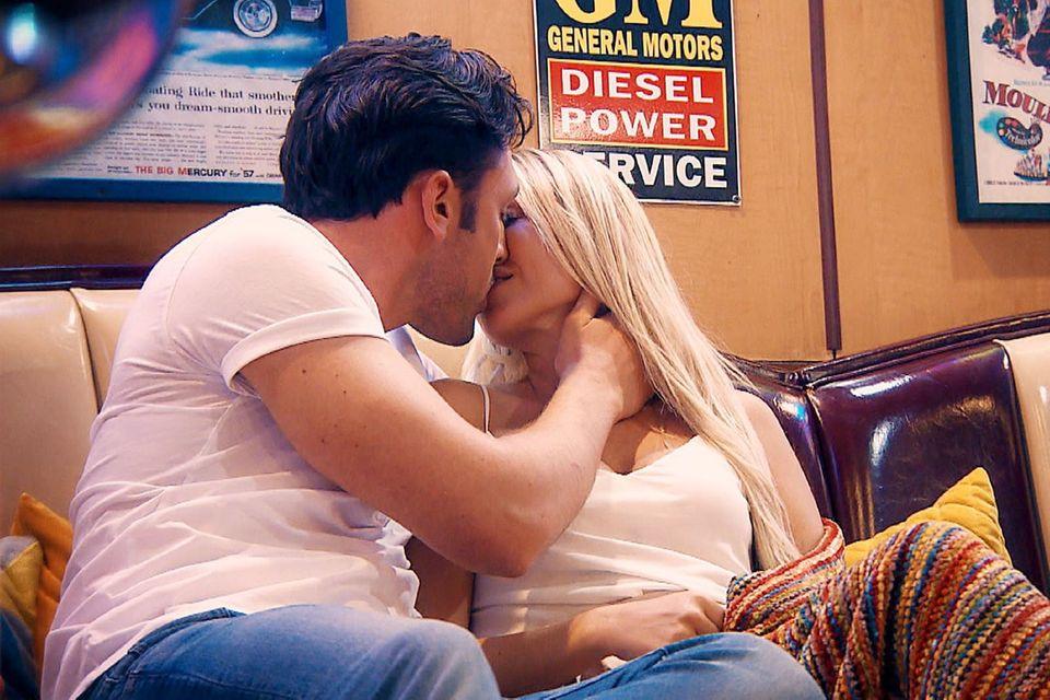 Heiße Küsse bei Daniel und Jessica