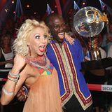 """""""Let's Dance""""-Gewinner 2015  Der ehemalige Fußballspieler Hans Sarpei und Tänzerin Kathrin Menzinger."""