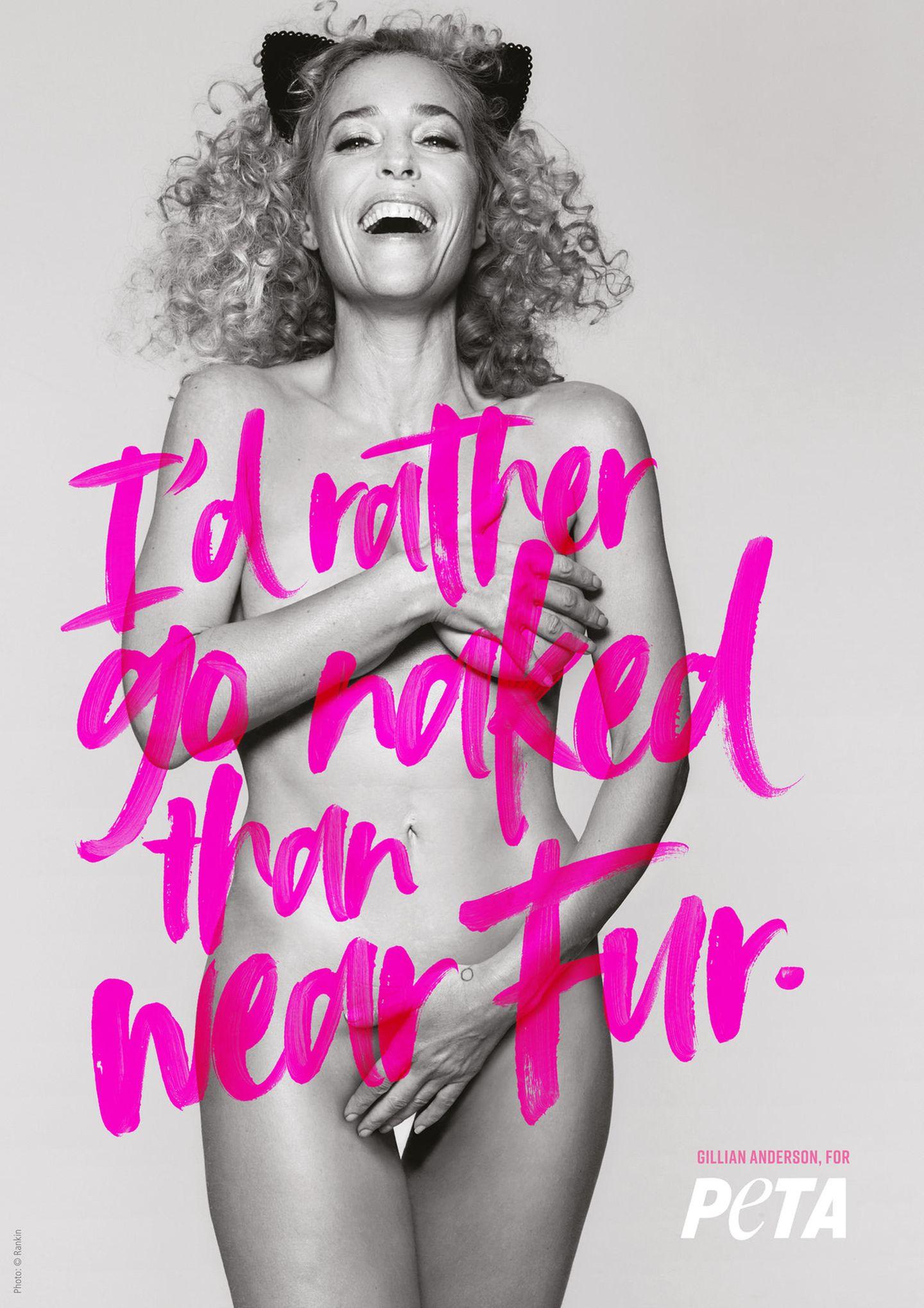 Pünktlich zum Start der New Yorker Fashion Week werden hunderttausende Pendlerinnen und Pendler an der Penn Station in Manhattan von einer hüllenlosen Gillian Anderson (Akte X) auf einem riesigen Plakat begrüßt. Der Slogan: Lieber nackt als im Pelz.