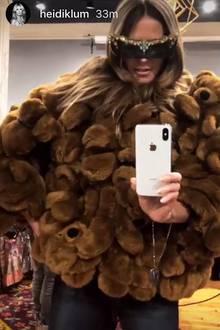 In ihrer Instagram-Story zeigte sich Heidi Klum nämlich in einer fragwürdigen Jacke aus Teddybären. Dazu kombinierte sie eine ganz besonders dezente Sonnenbrille. Vielleicht übt sie schon für Karneval?