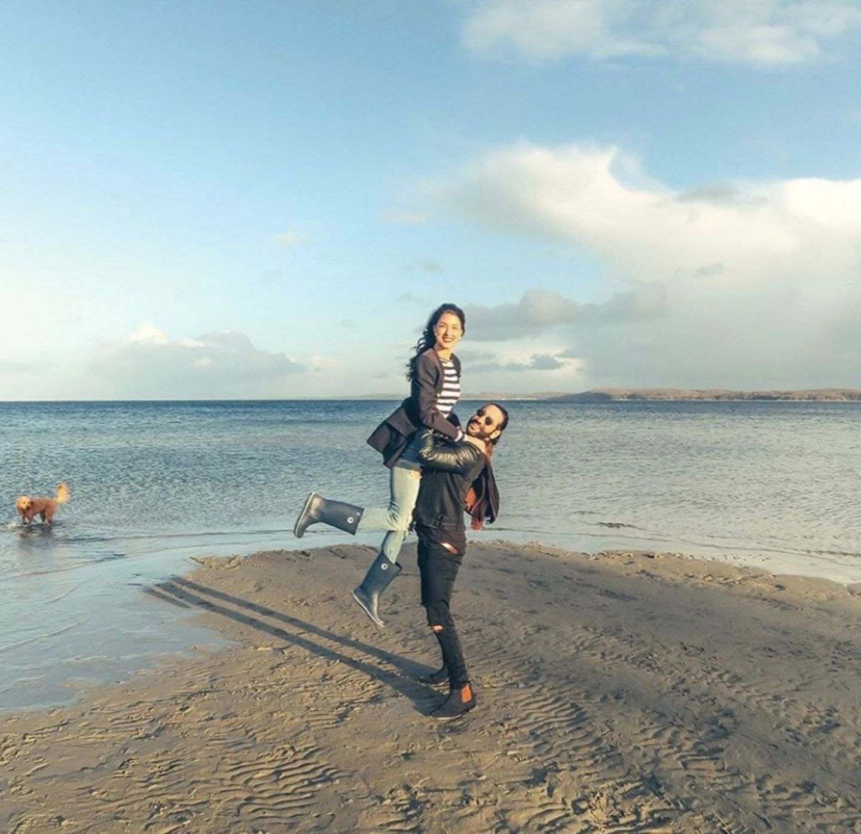 22. April 2017  Rebecca Mir und Massimo Sinato genießen eine Auszeit an der Ostsee und haben Spaß dabei.