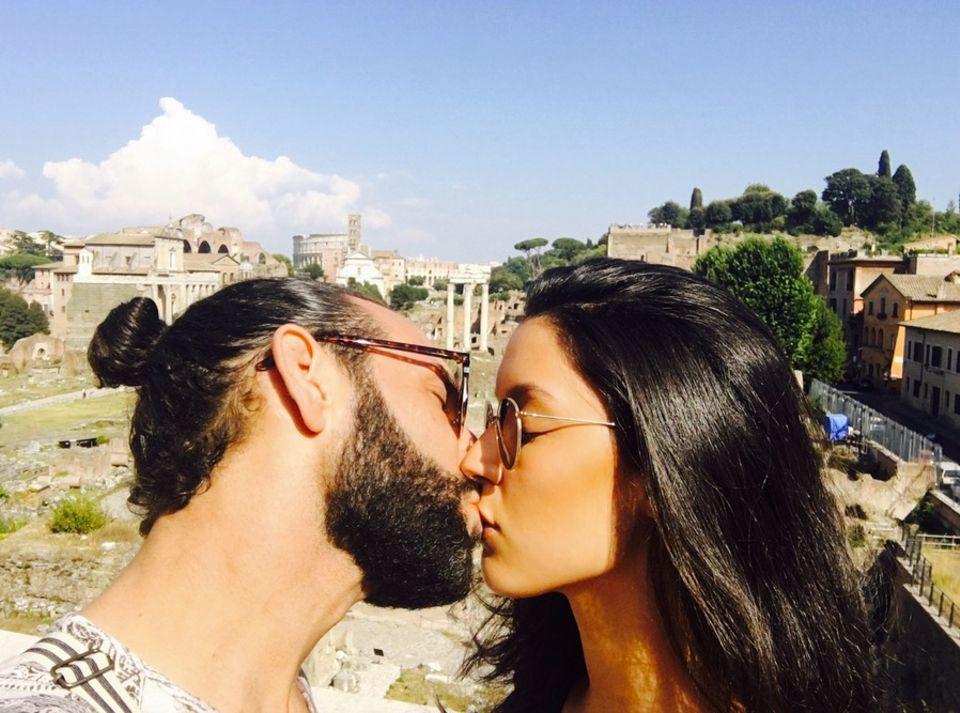 "6. Juli 2017  ""Kiss Kiss Kiss happy Weltkusstag"" postet Massimo."